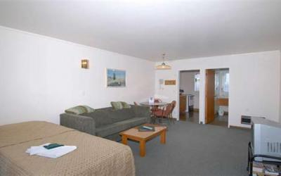 AAA Northlands Motel  | Call: Brian on 03 3528478